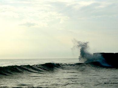 wave tanah lot indo april 2012