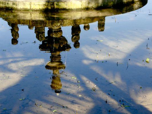 bali fountain reflection