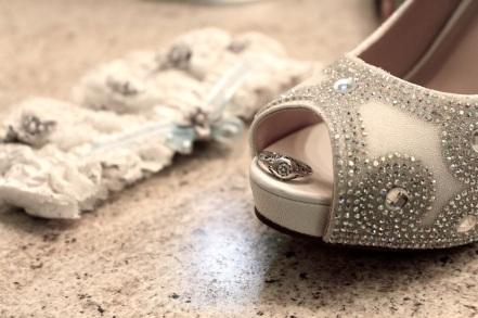 10-brides-shoe-ring-garter